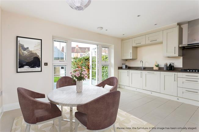 Guide Price £650,000, 3 Bedroom Terraced House For Sale in Maidenhead, SL6