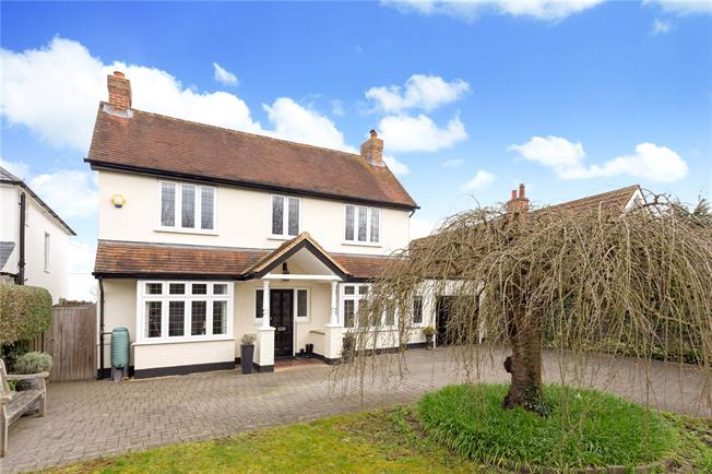 Guide Price £1,100,000, 4 Bedroom Detached House For Sale in Maidenhead, SL6