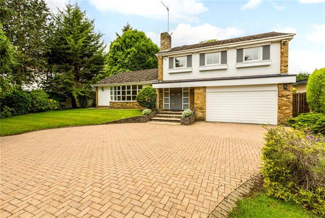 Guide Price £1,250,000, 5 Bedroom Detached House For Sale in Maidenhead, SL6