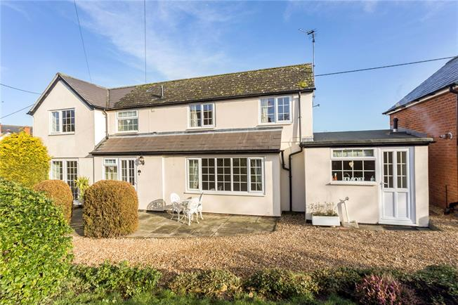 Guide Price £375,000, 3 Bedroom Detached House For Sale in Wiltshire, SN9