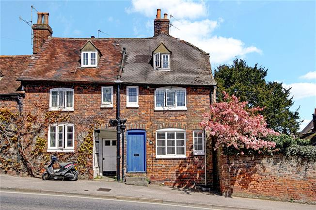 Guide Price £185,000, 2 Bedroom Semi Detached House For Sale in Marlborough, SN8
