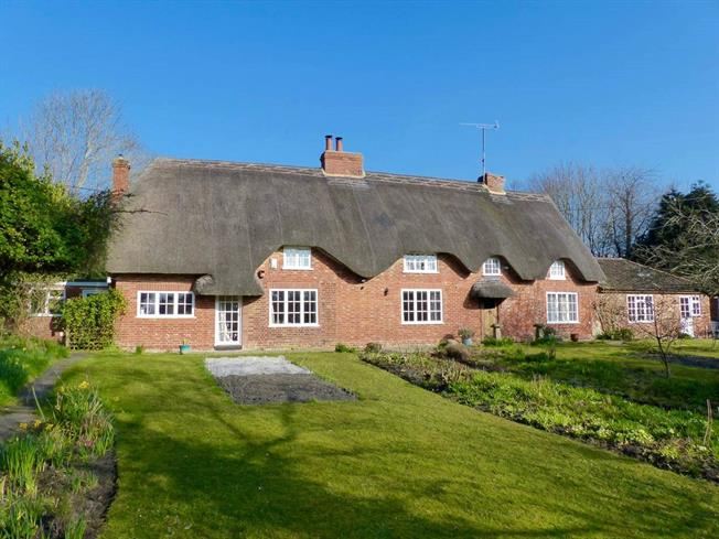 Guide Price £775,000, 4 Bedroom Detached House For Sale in Etchilhampton, SN10