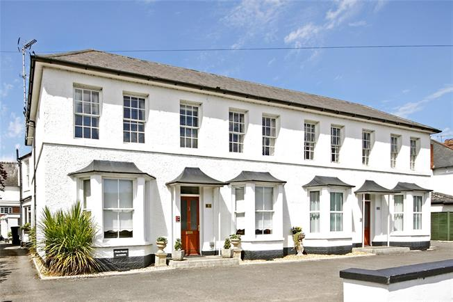 Guide Price £295,000, 3 Bedroom Flat For Sale in Marlborough, SN8