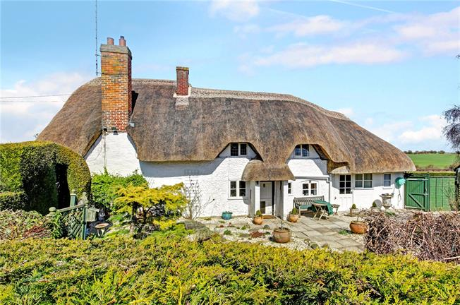 Guide Price £550,000, 3 Bedroom Detached House For Sale in Froxfield, SN8