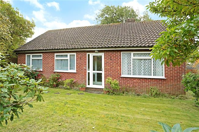 Guide Price £395,000, 3 Bedroom Bungalow For Sale in Marlborough, Wiltshire, SN8