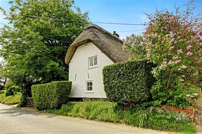 Guide Price £375,000, 3 Bedroom Detached House For Sale in Easton Royal, SN9