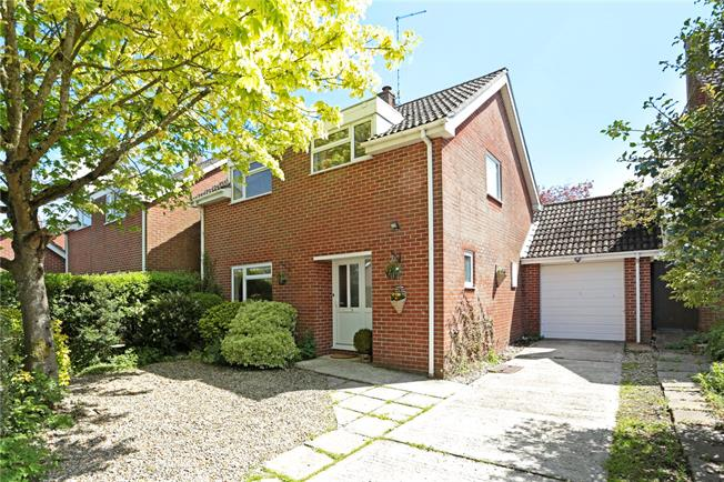 Guide Price £374,950, 4 Bedroom Detached House For Sale in West Overton, SN8