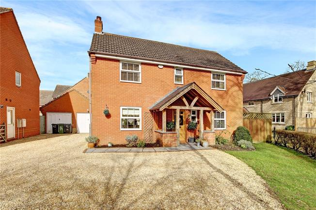 Guide Price £375,000, 4 Bedroom Detached House For Sale in Calne, SN11