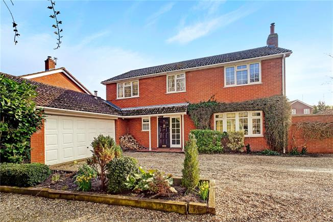 Guide Price £520,000, 4 Bedroom Detached House For Sale in Froxfield, SN8