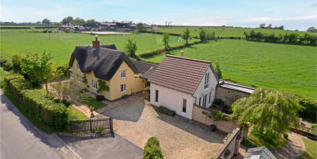 Guide Price £695,000, 4 Bedroom Detached House For Sale in Bushton, SN4