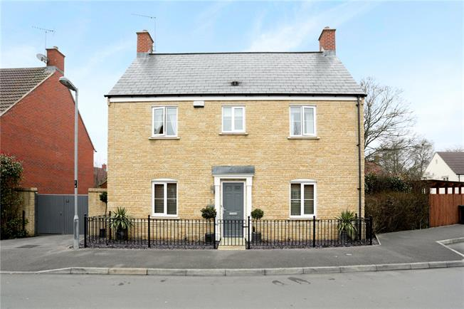 Guide Price £445,000, 4 Bedroom Detached House For Sale in Pewsey, SN9