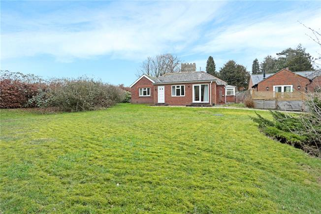 Guide Price £385,000, 2 Bedroom Bungalow For Sale in Ogbourne St. Andrew, SN8