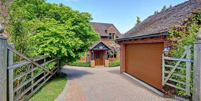 Guide Price £660,000, 4 Bedroom Detached House For Sale in Marlborough, SN8