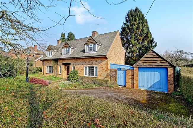 Guide Price £595,000, 4 Bedroom Detached House For Sale in Devizes, SN10