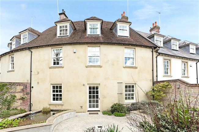 Offers in excess of £500,000, 4 Bedroom Mews House For Sale in Pewsey, SN9