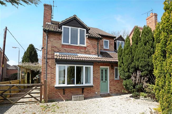 Guide Price £375,000, 4 Bedroom Detached House For Sale in Burbage, SN8