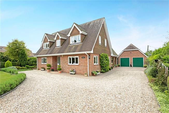 Guide Price £899,000, 4 Bedroom Detached House For Sale in Hungerford, RG17