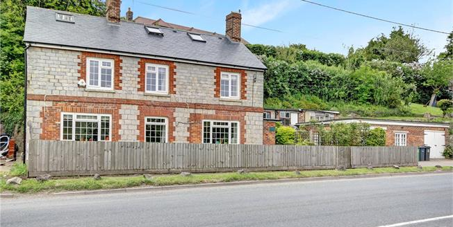 Guide Price £395,000, 5 Bedroom Detached House For Sale in Fyfield, SN8