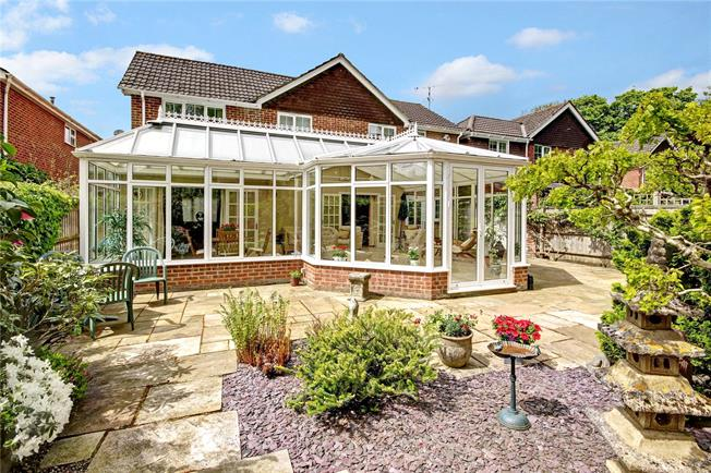 Guide Price £695,000, 4 Bedroom Detached House For Sale in Marlborough, SN8