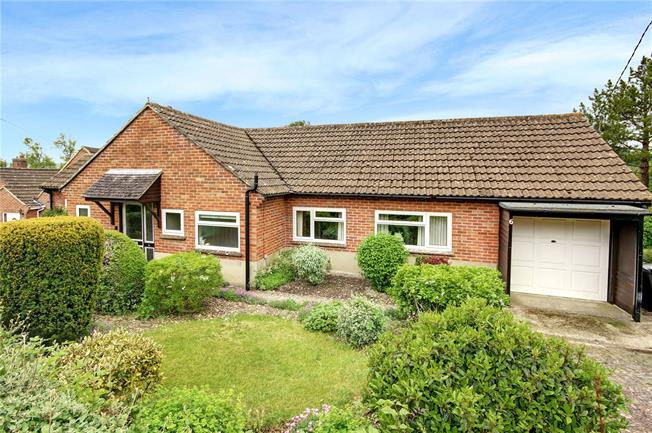 Guide Price £335,000, 3 Bedroom Bungalow For Sale in Aldbourne, SN8