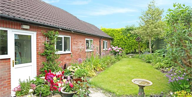Guide Price £395,000, 3 Bedroom Bungalow For Sale in Cherhill, SN11