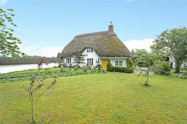 Guide Price £499,000, 3 Bedroom Detached House For Sale in Wilsford, SN9