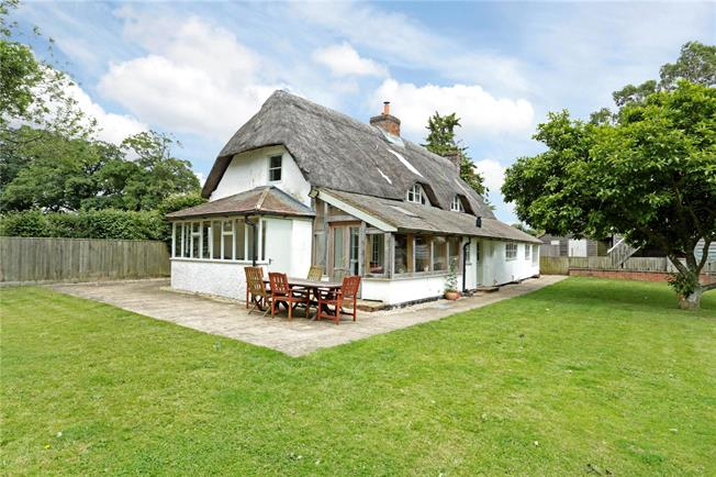 Guide Price £665,000, 4 Bedroom Detached House For Sale in Milton Lilbourne, SN9