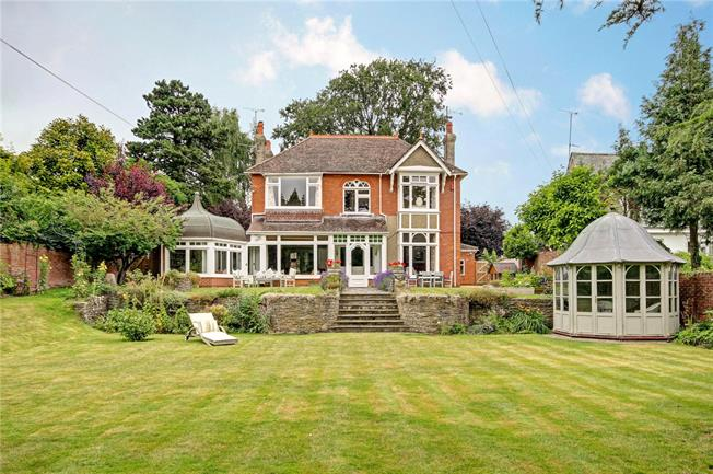 Guide Price £915,000, 5 Bedroom Detached House For Sale in Swindon, SN1
