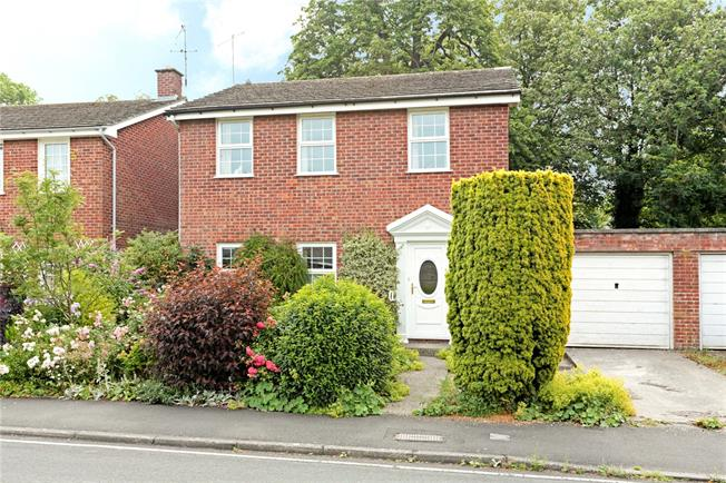 Guide Price £495,000, 4 Bedroom Detached House For Sale in Marlborough, SN8