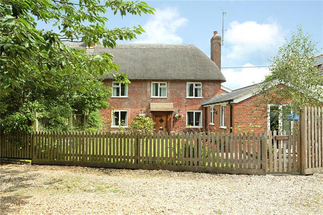 Guide Price £375,000, 2 Bedroom Semi Detached House For Sale in Pewsey, SN9