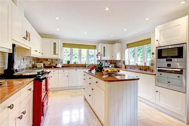 Guide Price £535,000, 4 Bedroom Detached House For Sale in Cherhill, SN11