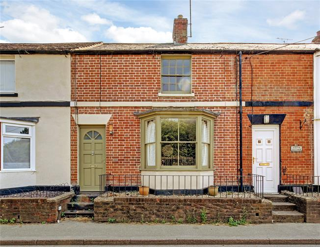 Guide Price £269,000, 3 Bedroom Terraced House For Sale in Pewsey, SN9