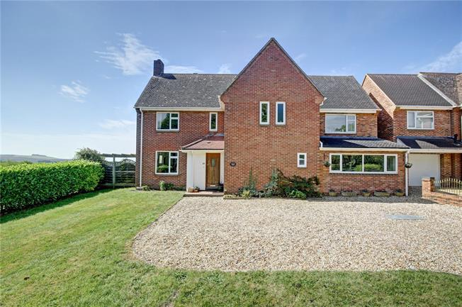 Guide Price £650,000, 4 Bedroom Detached House For Sale in Wroughton, SN4