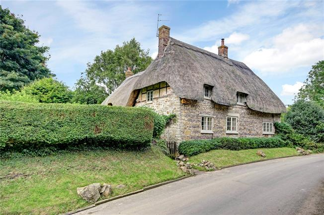 Guide Price £630,000, 4 Bedroom Detached House For Sale in Wiltshire, SN8