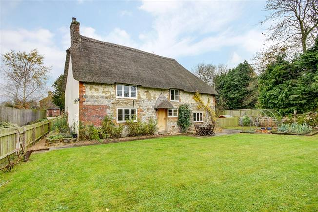 Guide Price £575,000, 3 Bedroom Detached House For Sale in Wiltshire, SN4