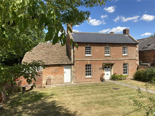 Guide Price £475,000, 4 Bedroom Detached House For Sale in Bromham, SN15