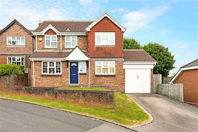 Guide Price £475,000, 4 Bedroom Detached House For Sale in Marlborough, SN8