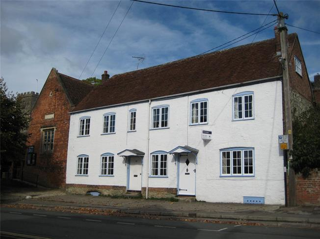 Guide Price £325,000, 3 Bedroom Semi Detached House For Sale in Devizes, Wiltshire, SN10