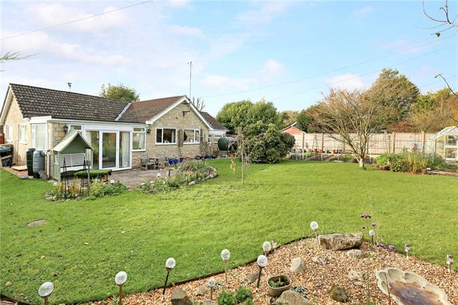 Guide Price £389,950, 3 Bedroom Bungalow For Sale in Wiltshire, SN4
