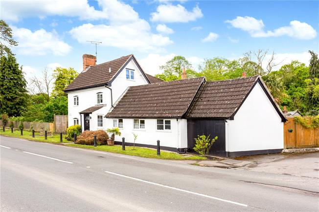 Guide Price £425,000, 4 Bedroom Detached House For Sale in Wiltshire, SN9