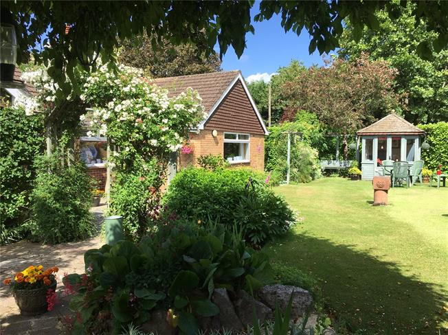 Guide Price £450,000, 3 Bedroom Bungalow For Sale in Marlborough, SN8
