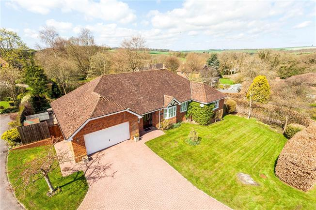 Guide Price £750,000, 4 Bedroom Detached House For Sale in Lockeridge, SN8