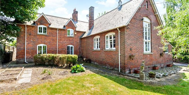Guide Price £650,000, 4 Bedroom Detached House For Sale in Ogbourne St. Andrew, SN8