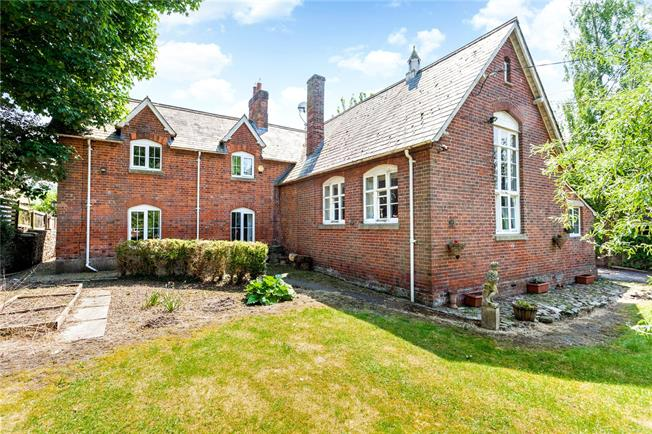 Guide Price £650,000, 4 Bedroom Detached House For Sale in Wiltshire, SN8