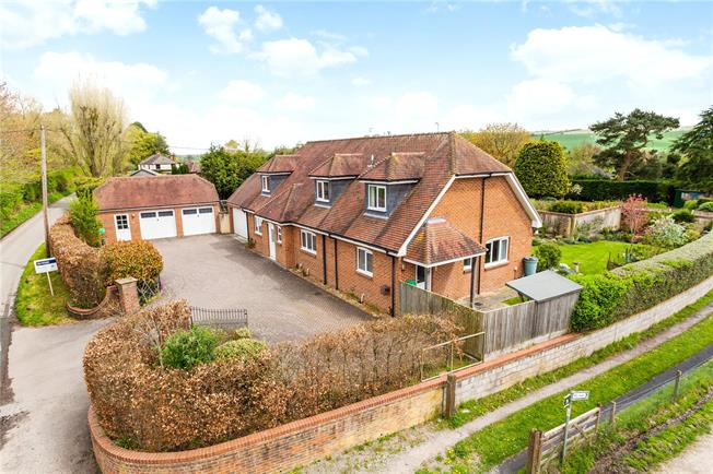 Guide Price £675,000, 4 Bedroom Detached House For Sale in Easterton, SN10