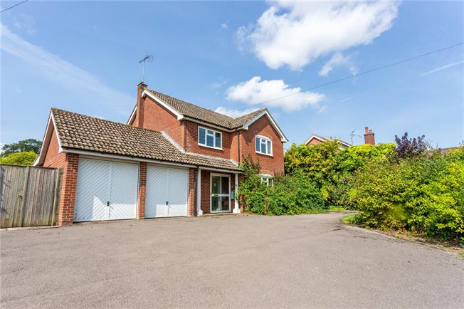 Guide Price £550,000, 4 Bedroom Detached House For Sale in Wootton Rivers, SN8