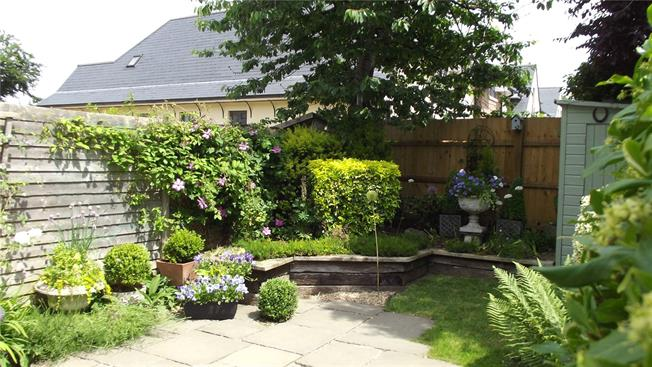 Guide Price £295,000, 3 Bedroom Terraced House For Sale in Marlborough, SN8
