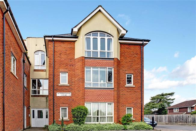 Guide Price £335,000, 2 Bedroom Flat For Sale in Marlborough, Wiltshire, SN8