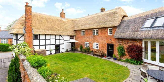 Guide Price £700,000, 4 Bedroom Detached House For Sale in Devizes, Wiltshire, SN10