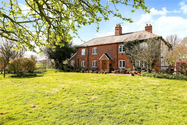 Guide Price £750,000, 5 Bedroom Detached House For Sale in Pewsey, Wiltshire, SN9